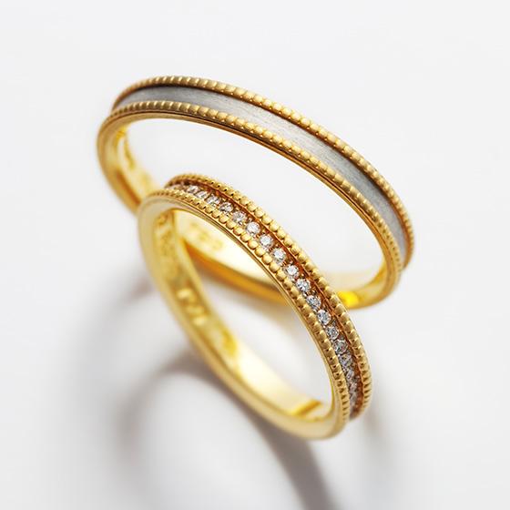 ミル打ちに囲まれたきらめくダイヤモンド。細身のリングに敷き詰められ繊細な印象を与えてくれる。