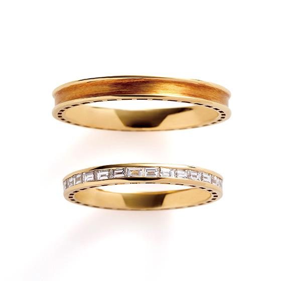 独特の輝きを放つエメラルドカットのダイヤモンドを使用したエタニティリング。挟み込まれたダイヤモンドは日常使いに最適なリング。