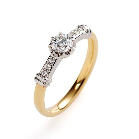 2色使いのオシャレな印象のデザイン。プラチナで留められたダイヤモンドが上品な印象を与えてくれる。
