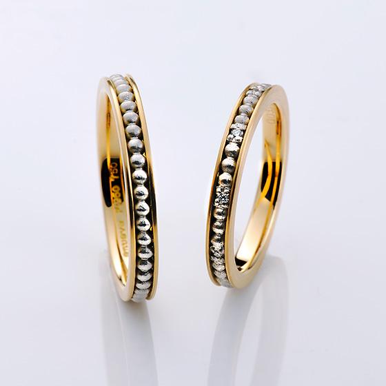 日常の何気ない幸せを小さな1粒の雫に例えて表現した結婚指輪。