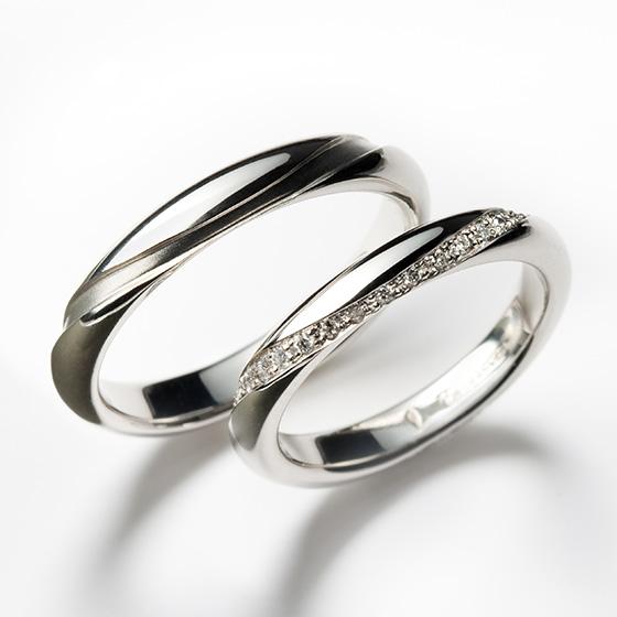 1周にぐるりと施したダイヤモンドが永遠を象徴するかのようなマリッジリング。ほどよいボリューム感がプラチナとダイヤモンドを楽しめるデザインです。