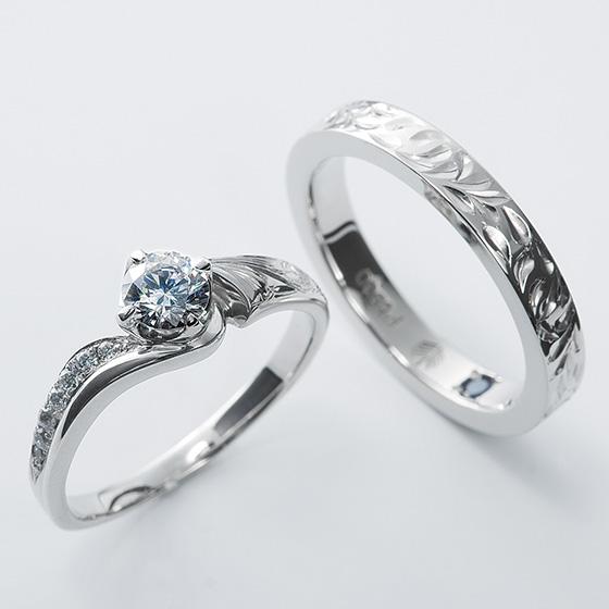 ゴージャスな印象のハワイアンスタイルの婚約指輪。すべて手彫りなので立体感が凄いです。