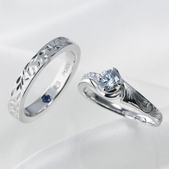 ハワイアンの婚約指輪と結婚指輪。彫り模様を少し変えてセットで着けるのもオシャレ。