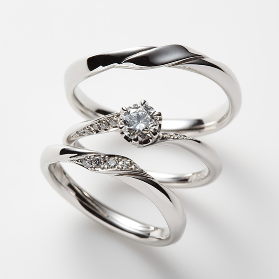 グラデーションになったダイヤモンドとプラチナを立体的に動きを作り出し、シンプルな中に個性を光らせた結婚指輪。
