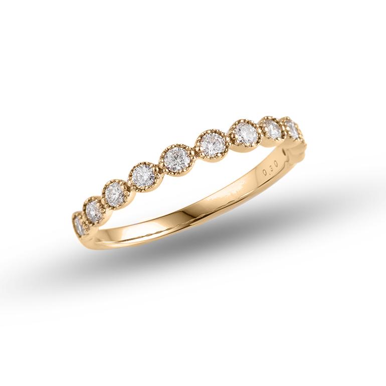 ダイヤモンドとミル打ちの輝きを贅沢に感じられるデザインです。K18(ゴールド)にすることで他のジュエリーとも合わせやすくなります。