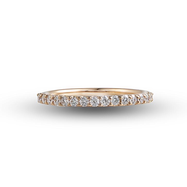 爪留めタイプのハーフエタニティリング。K18(ピンクゴールド)はダイヤモンドと相性が良く、手元を明るく華やかに見せてくれます。