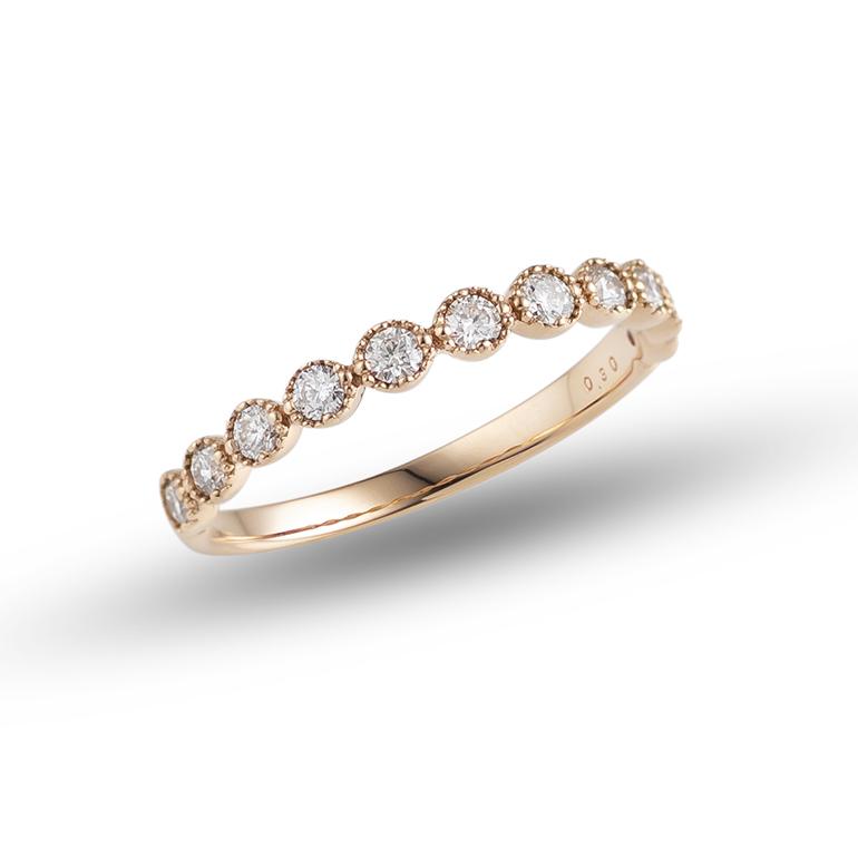 エタニティリングは、ご結婚10周年のスイートテン・誕生日プレゼントとしてもお選びになられています。女性としては1つは持っていたい、憧れの指輪の1つです。