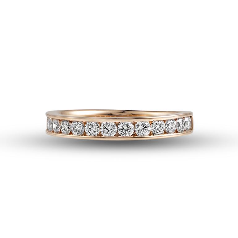 永遠の愛を象徴する『eternity』 極上の輝き『ハート&キューピット』の ダイヤモンドを使用したエタニティリングは女性の憧れるリングの1つ。