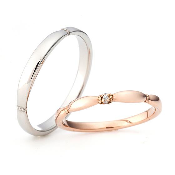 シンプルなストレートラインの結婚指輪をかわいらしくアレンジ☆強弱のあるボリューム感が優しい印象に