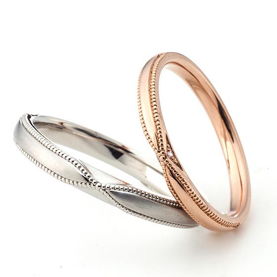 中央に絞りを加えたミル打ちの美しい結婚指輪。lady'sには側面にダイヤモンドをセッティングしてあり、さりげないオシャレを楽しめる。