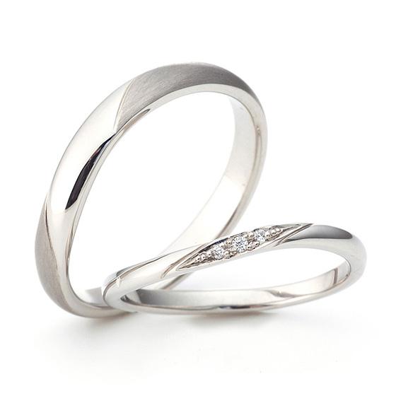 シンプルなS字ラインのマリッジリング。細身に仕上げたlady'sは、着けるお指が一層キレイに見えるデザイン!
