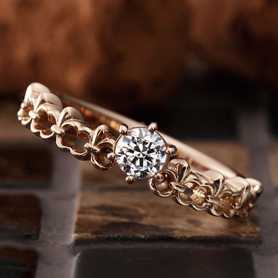 とめどないふたりの愛の泉をイメージした婚約指輪。