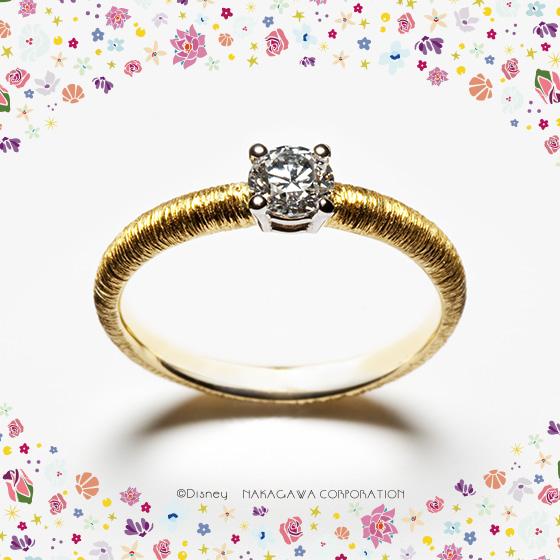 「真実の愛」を信じる美しく優雅なプリンセス、オーロラ姫の輝くブロンドをモチーフにした婚約指輪。