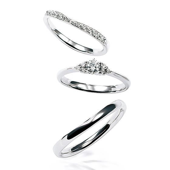 喜びに輝いて、永遠に続く、溢れるほどのしあわせを表現したセットリング。結婚指輪に施された小さなくぼみがぴったりと重なるようにできてます。