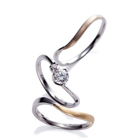 寄り添う小さなつぼみのダイアモンドは、これからも沢山のつぼみをつけ花開きますようにと願いが込められています。