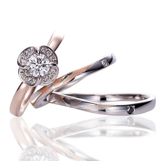 四葉のクローバーとローズをモチーフにした、愛らしくエレガントなリング。幸運を呼び込む四葉のクローバーと、情熱や愛情を花言葉に持ちプロポーズの象徴とされるローズを表した、特別な記念にぴったりのリングです。