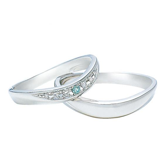 緩やかなカーブラインに大きくセッティングされたダイヤモンドをちりばめました。