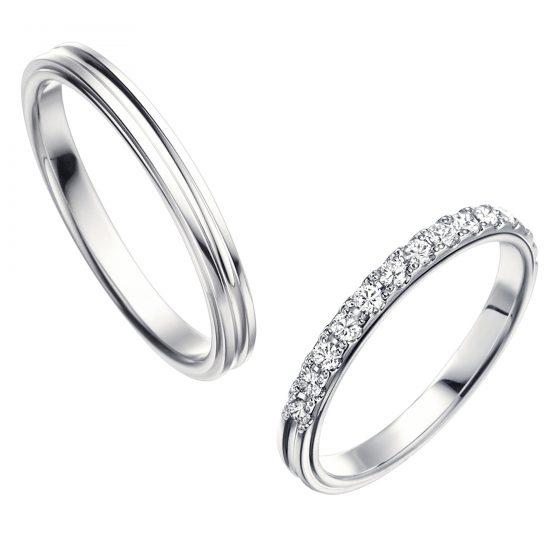 シンプルなストレートタイプの結婚指輪(マリッジリング)レディースはハーフエタニティタイプ。メンズはセンターが段差になっていておしゃれです。鍛造リングなので強度があります。