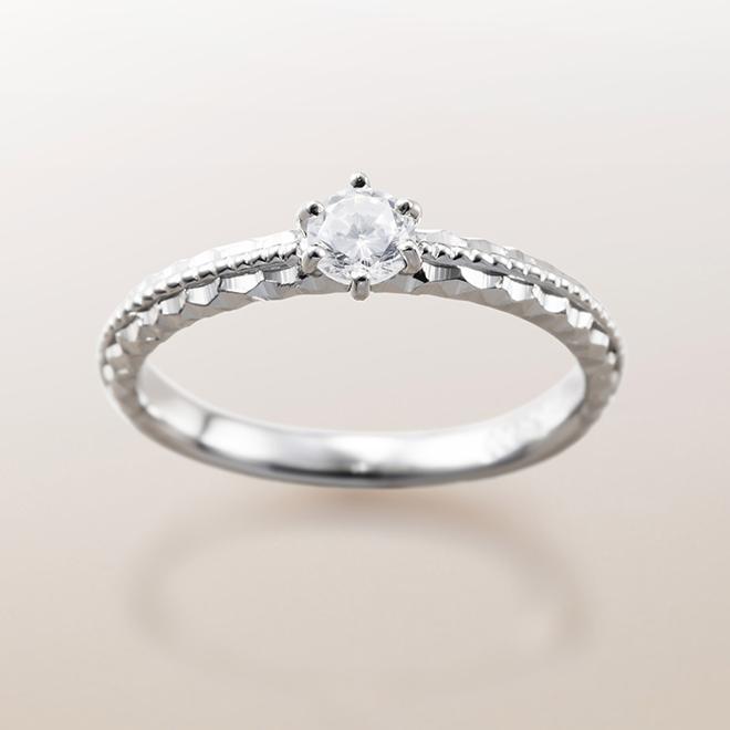 ハワイアンジュエリーでは珍しいプラチナ(PT)での製作もできます。婚約指輪(エンゲージリング)らしさを演出したい方におすすめ!