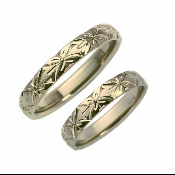 菜の花を和彫りした結婚指輪(マリッジリング)すべて手彫りなので立体感が人気です。