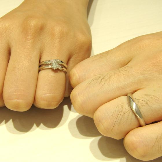 >男性様のリングはボリューム感があり、ひねったデザインがオシャレです。