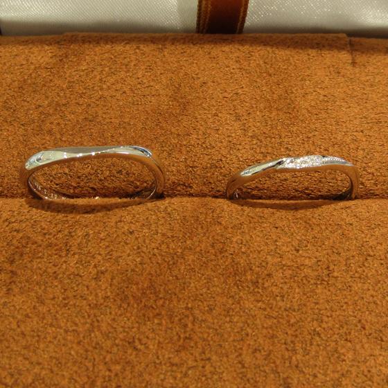 >シンプルなデザインながらも、セミオーダーによりお好みのボリューム感を実現し、とてもオシャレな結婚指輪になりました♪