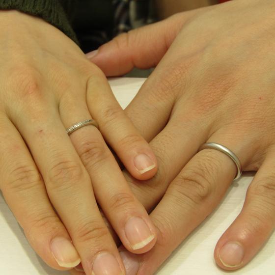>出来上がりの美しさに2人ともとても喜んでくださいました!オシャレなおふたりにぴったりな素敵な結婚指輪です。