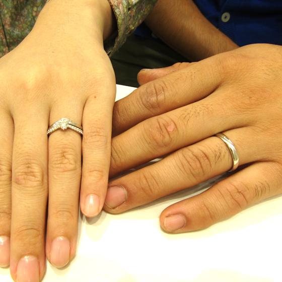 >結婚指輪はお揃いのデザインに♡キラキラの指輪(lady's)と、シンプルで着けやすいかっこいいデザイン!(men's)