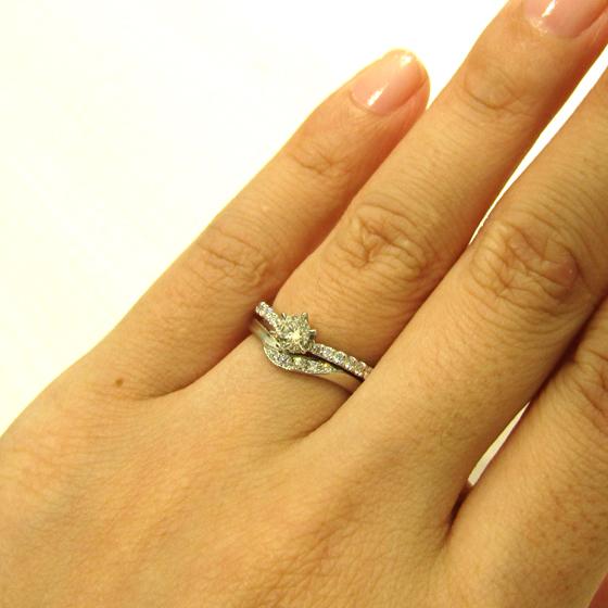>指がきれいに見えるデザインと、ダイヤモンドのキラキラ感がお気に入り♡