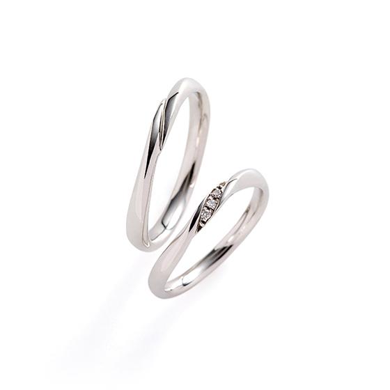 細めのアームにダイヤモンドを程よくセッティングしたマリッジリング。