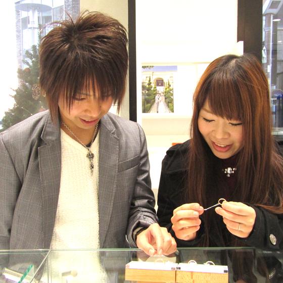 >国内・海外を合わせて約30ブランドの婚約指輪・結婚指輪が試着できます♪