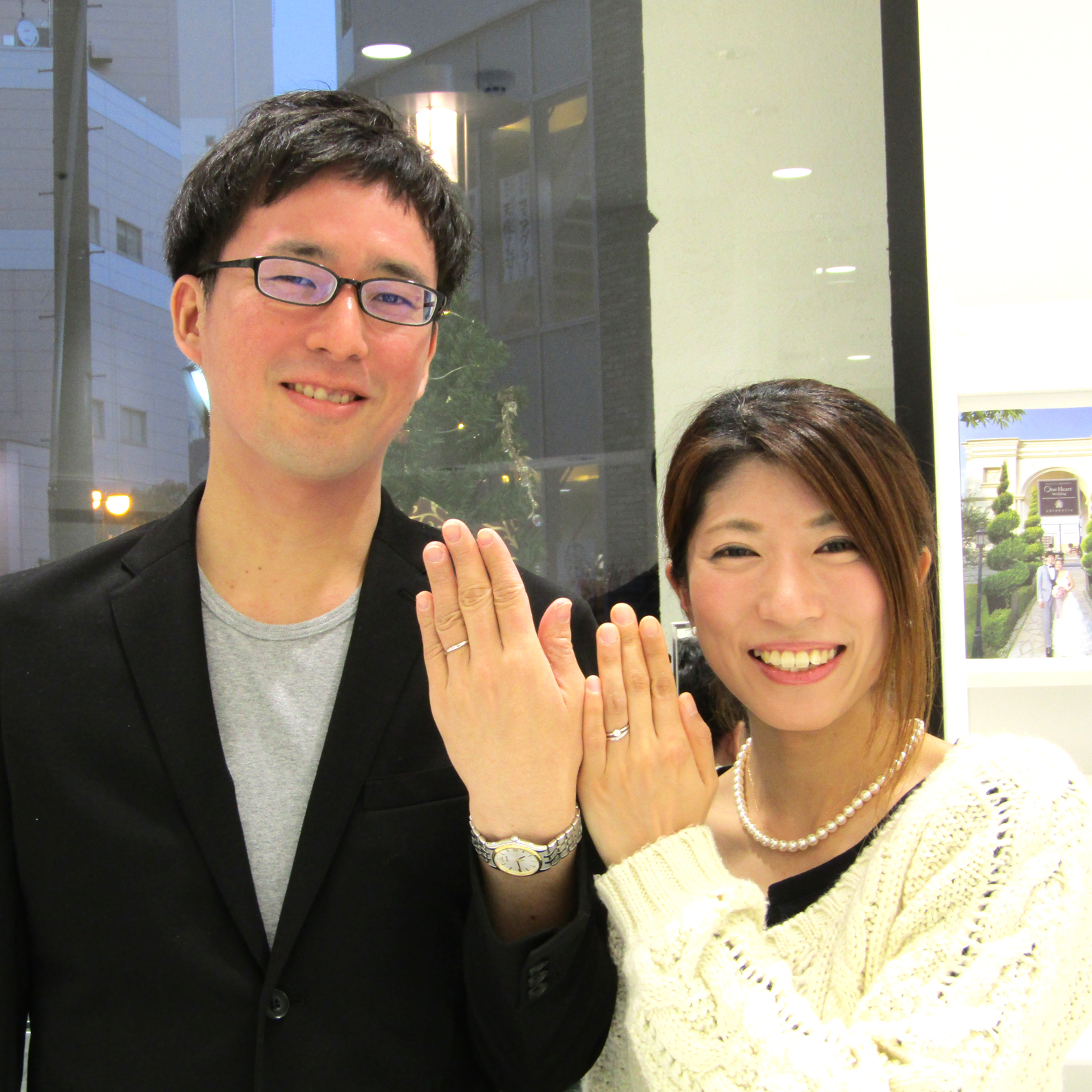 >笑顔が素敵なお2人♡N様の首元には純白のパールネックレス、とてもお似合いです!