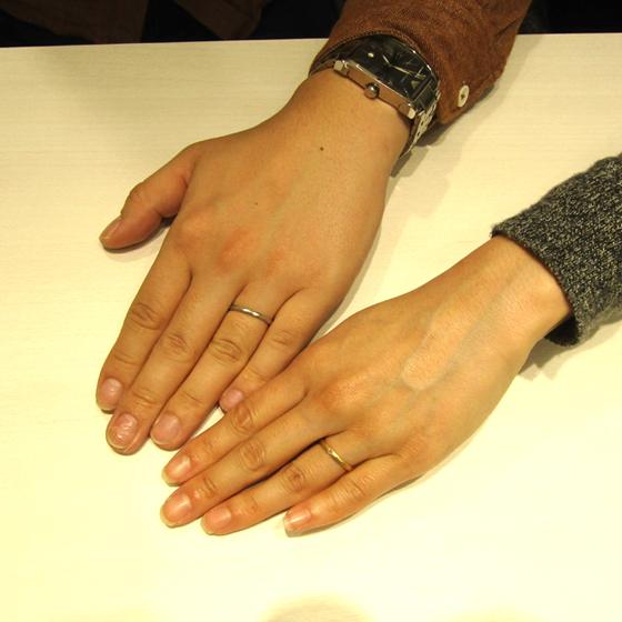 >マット&槌目模様の結婚指輪がとてもオシャレ☆