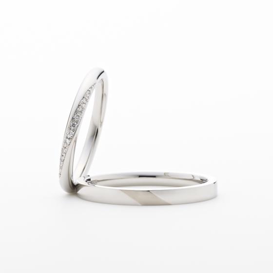 春の代表的な一等星で、別名「真珠星」。麦の穂のように連なり輝くメレダイヤモンドはふたりの愛の実りのよう。