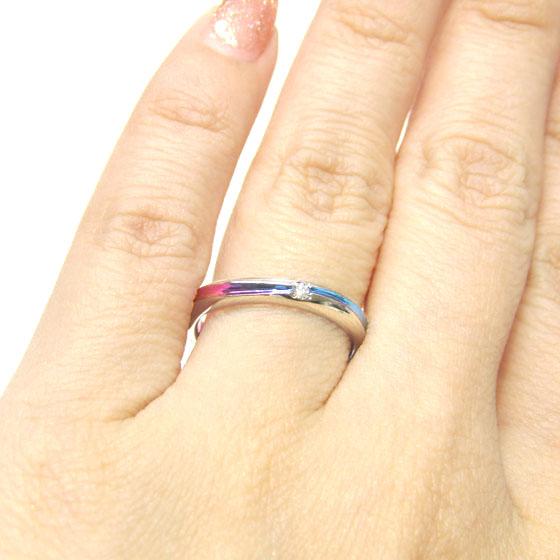 >上部のみ槌目模様を入れてアレンジ。カラーも選べてオリジナリティ溢れる結婚指輪に。