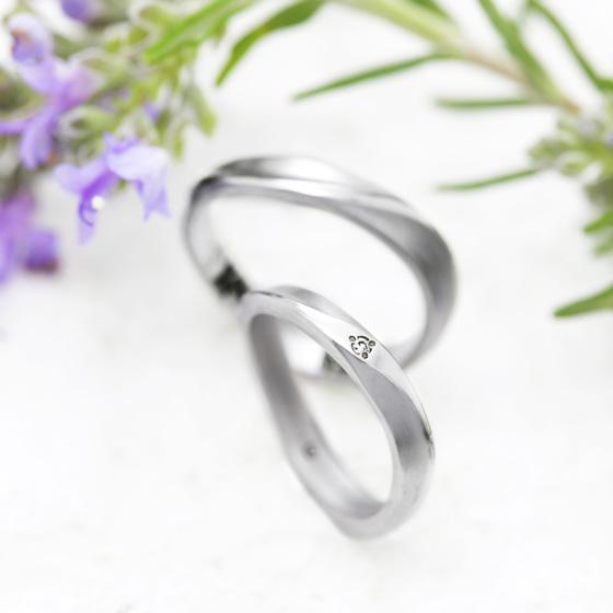 自然が作り出す美、砂丘のイメージの結婚指輪。