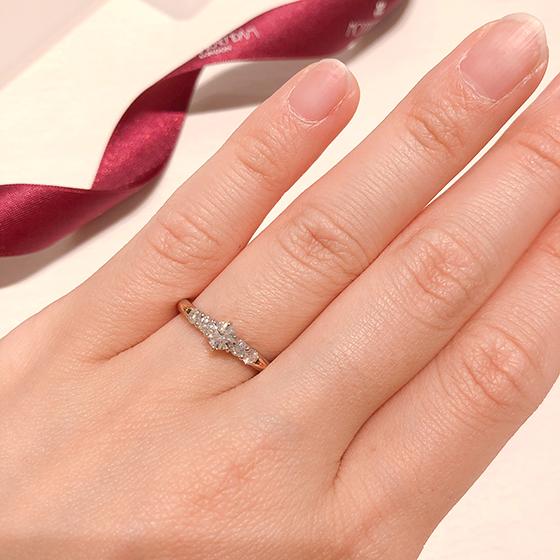 ダイヤモンドの輝きを1番に考え、セッティングされたモニッケンダムブライダルシリーズ。