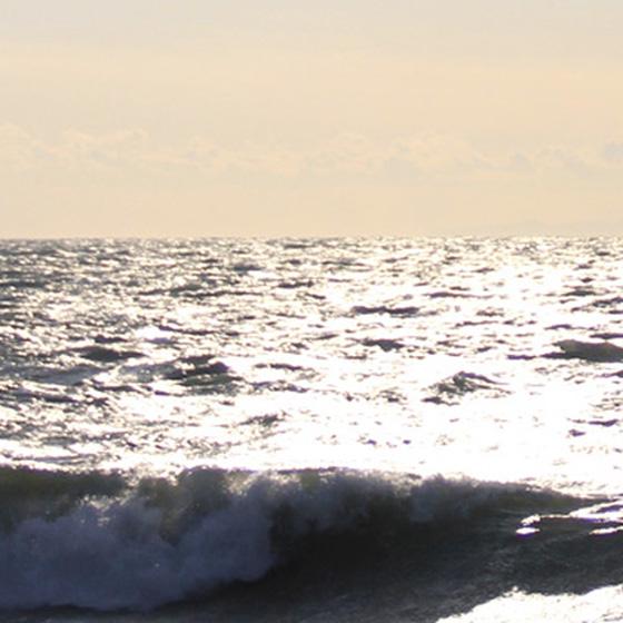 >【結婚指輪デザインコンセプト】 ふたりが出会った運命の瞬間を想い起こさせる、海の景色。