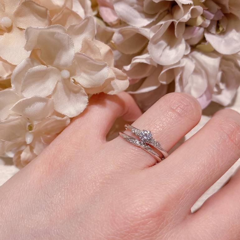 どちらのリングにもミル打ちが施されており、調和がとれて素敵!
