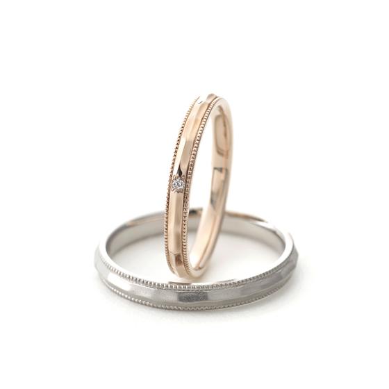 ストレートタイプの上下にアンティーク調のミル打ち(ミルグレイン)が入った結婚指輪(マリッジリング)