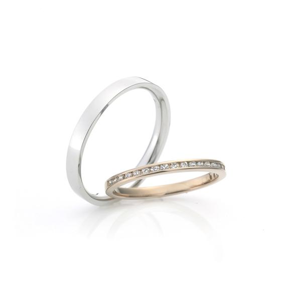 流れ星をモチーフとしたマリッジリング。ダイヤモンドがキラキラと輝くハーフエタニティリング♪