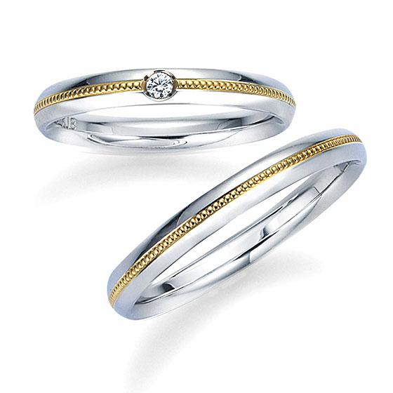 ストレートのシンプルなリングにミル打ちをゴールドで施したオシャレな結婚指輪。