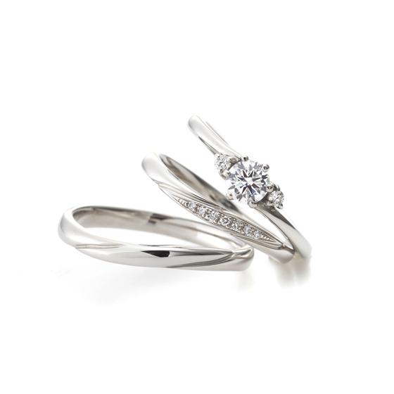 メレダイヤモンドの留め方を婚約指輪と結婚指輪で違っているため、同じカーブラインでも印象が変わるセットリング♡