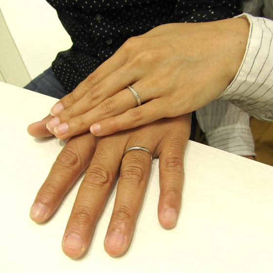 >優しい印象のS字のカーブラインの結婚指輪はおふたりのイメージにぴったりです。