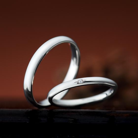 程よくボリューム感を出したシンプルな結婚指輪です。