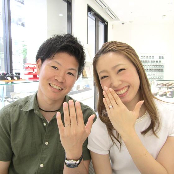 笑顔が爽やかな美男美女のカップル様♡淡いピンク色のダイヤモンドもよくお似合いですね!