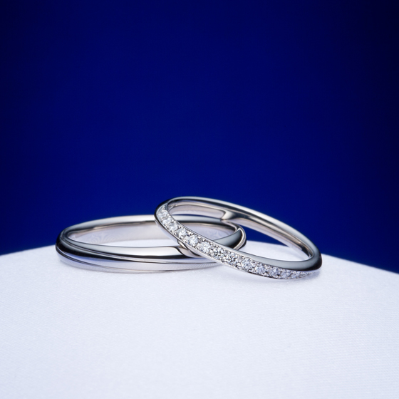 >ハート&キューピッドカットの特別なダイヤモンドが美しい結婚指輪をお選び頂きました。カーブラインが指に馴染み、内側も丸く作っているため着け心地も良いのが特徴です。