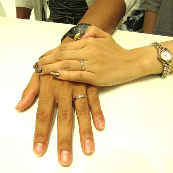 >サイドカットにはミルグレインを施した、オシャレで洗練された結婚指輪をお選び頂きました!