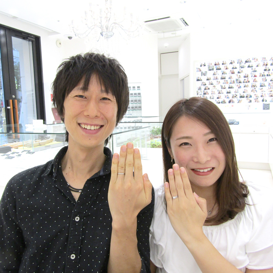 >笑顔の素敵なお2人♡ダイヤモンドとデザインにこだわった指輪を選んで頂きました!