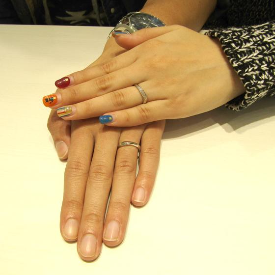 >ダイヤモンドのラインが美しい女性用結婚指輪には天然のピンクダイヤモンドが✨